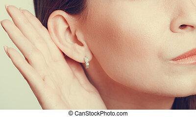 plotka, ear., podsłuch, ludzka ręka
