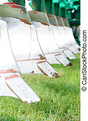 Ploughing equipment for field cultivation work