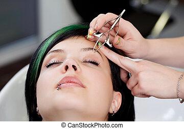 plucking eyebrow