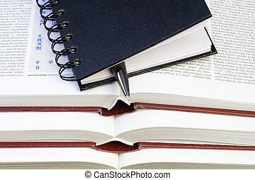 pluma, cuaderno, libros