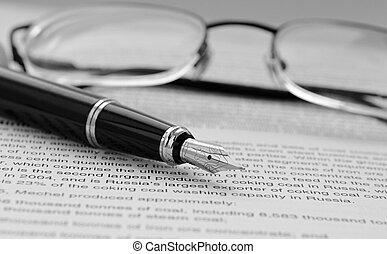 pluma, documentos, anteojos
