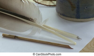 plume, table, pennes