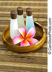 plumeria, et, shampoing, bouteilles, dans, bassin bois, -, spa, concept
