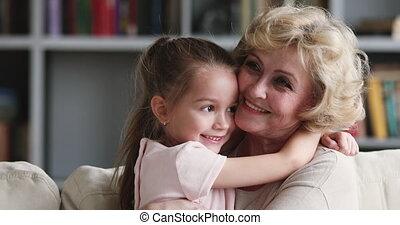 plus vieux, grand-maman, liaison, affectueux, caresser, ...