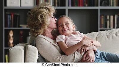 plus vieux, heureux, grand-maman, préscolaire, embrasser, ...
