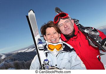 plus vieux, ski, couple, sur, a, montagne