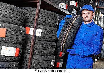 pneu, pneu, replacement., mécanicien, tenue, entrepôt, magasin