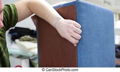 pneumatique, tapisserie ameublement, meubles, fabrication, mobilier tapissé, agrafeuse