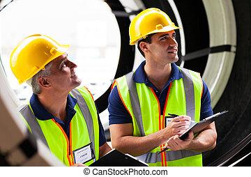 pneus, despacho, companhia, empregados, inspeccionando