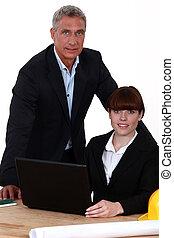 počítač na klín, business národ
