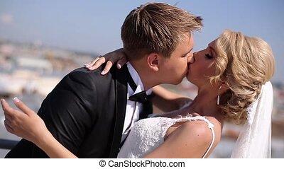 poślubna para, na, przedimek określony przed rzeczownikami, dach