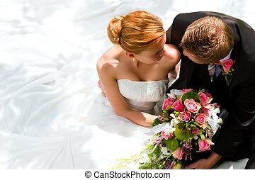 poślubna para, -, panna młoda i oporządzają