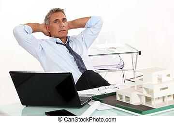 pośrednik kupna i sprzedaży nieruchomości