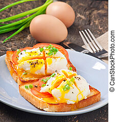 Poached eggsa - Poached eggs on toast with tomato and pepper