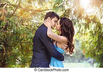 pocałunki, młody mężczyzna, jego, sympatia, piękny