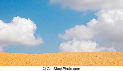 pochmurne niebo, z, piasek, w, pierwszy plan