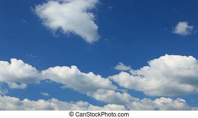 pochmurny, błękitne niebo