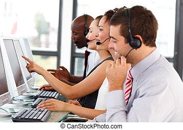 pociągający, środek, pracujący, rozmowa telefoniczna, biznesmen