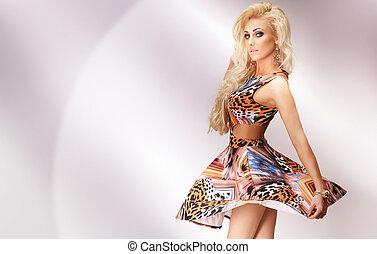 pociągający, blondynka, dziewczyna, taniec, na, przedimek określony przed rzeczownikami, lekki, tło.