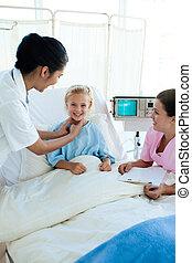 pociągający, doktor, egzaminując, niejaki, mały, samica, pacjent