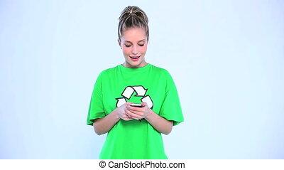 pociągający, kobieta, chodząc, niejaki, zielony, t-shirt