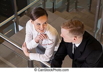 pociągający, kobieta interesu, coquetting, jej, współpracowniczka