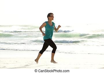 pociągający, młoda kobieta, wyścigi, sam, na plaży
