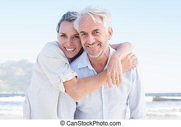 pociągający, para upozowująca, żonaty, plaża