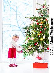 poco, árbol, decorar, niña, navidad