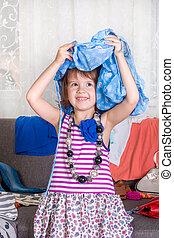poco, alegría, wardrobe., clothes., terreno, head., play., niña, vista, nuevo, ropa