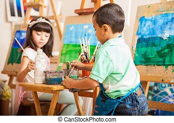poco, bambini, lavorando, uno, pittura
