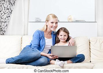poco, ella, niño, mamá, internet, oleajes