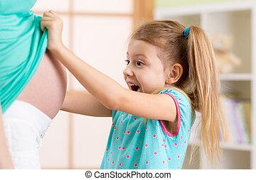 poco, embarazada, madre, mirar, barriguita, niño, niña
