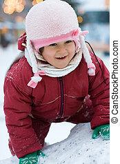 poco, feliz, niño, en, el, cima, de, nieve, colina