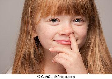 poco, haired rojo, niña, escoge, ella, nariz