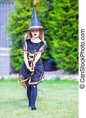 poco, halloween., trucco, strega, costume, treat., amasing, ragazza, adorabile, o