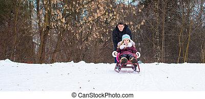 poco, inverno, nevoso, padre, ragazza, giorno, sledding, felice