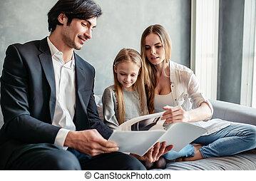 poco, lei, leggere, libro, genitori, ragazza, felice