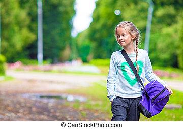 poco, lei, palestra, borsa sport, andare, ragazza, adorabile