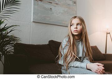 poco, malinconico, capretto, ragazza, sedere divano, solo