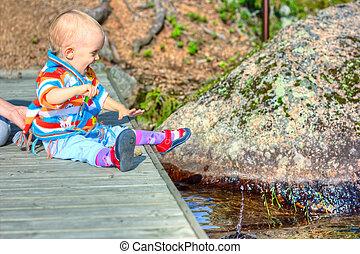 poco, niño, sentado, en, puente
