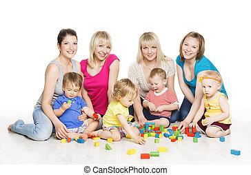 poco, niños, grupo, madres, blocks., juguete, juego, niños