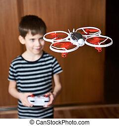 poco, quadcopter, zángano, niño, juguete, conduce