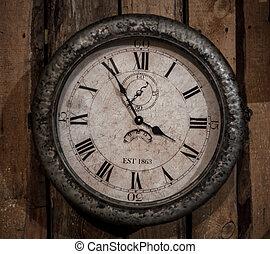 poco, retro, orologio, su, parete