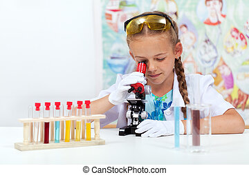 poco, scienza, microscopio, usando, ragazza, classe