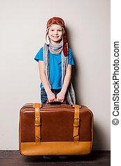 poco, travel., listo, proceso de llevar, headwear, feliz, niño, piloto, lentes, sonriente, maletín, grande