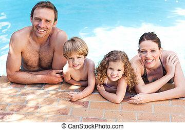 pocsolya, úszás, mellett, család, boldog