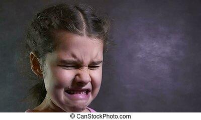 pod siłę, potok, dziewczyna, naście, portret, problemy, krzyczy, płacz