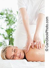 podczas, środek, próżniak, wellness, odprężając, uśmiechanie się, wspaniały, masaż, kobieta, zamknięte wejrzenie