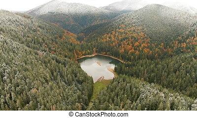 podczas, cielna, środek, jezioro, góry, jesień